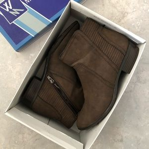 White mountain dion booties size 8